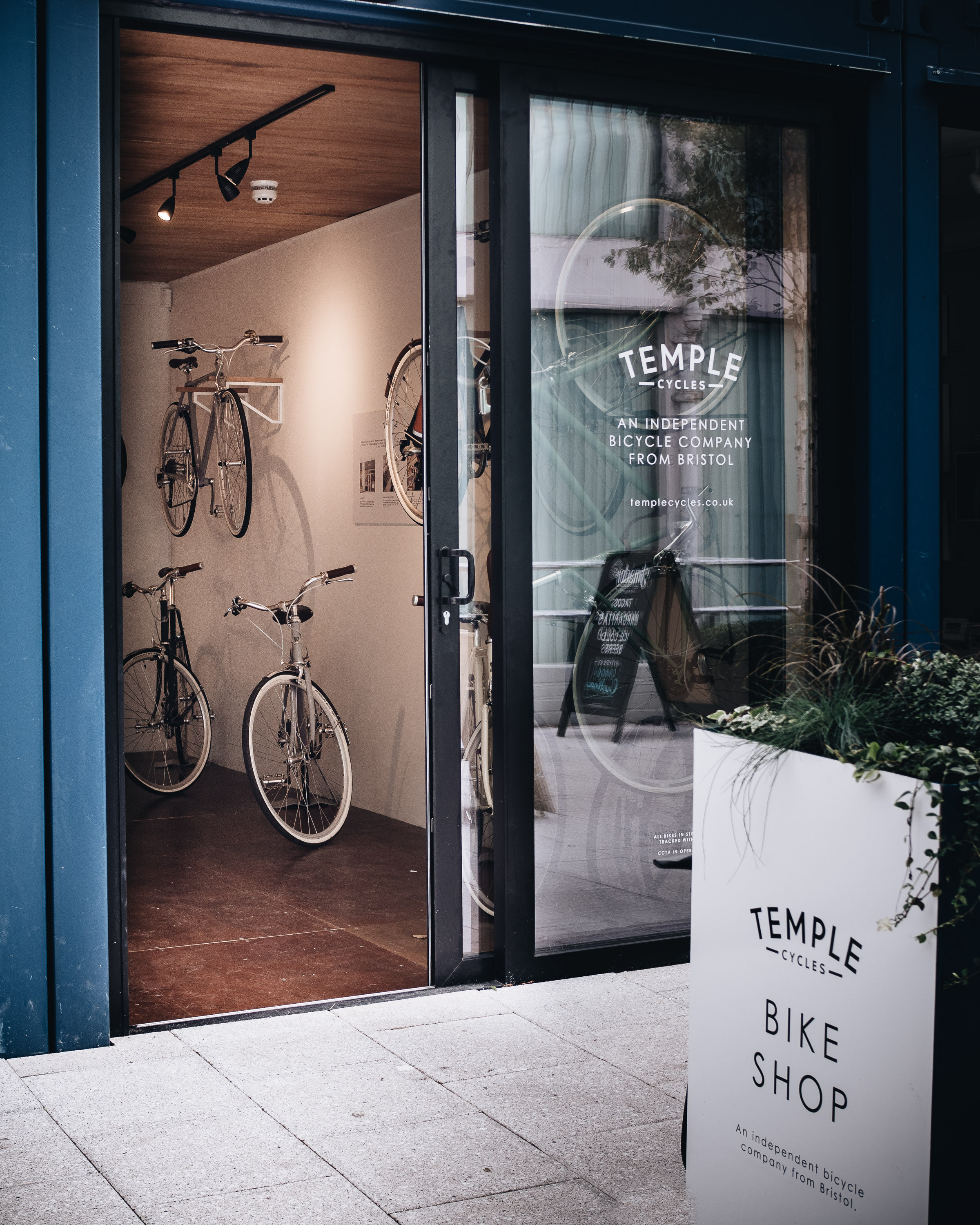 Simple Living // Temple Cycles at Wapping Wharf, Bristol...