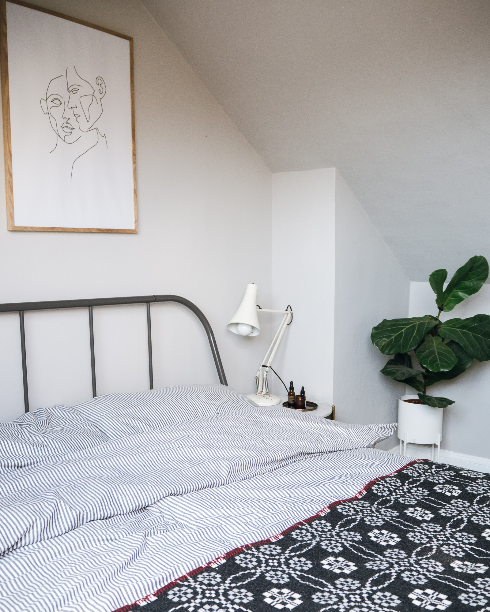 Interiors Decor Creating A Spare Room For Guests With Eve Premium Mattress
